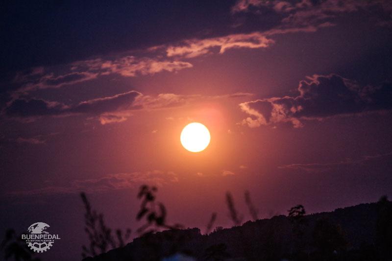 Luna llena sobre el Danubio