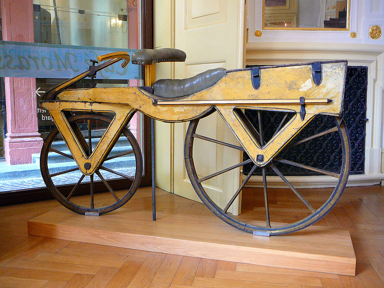 Drausiana de Karl Christian Ludwig Drais von Sauerbronn. Precursora de la bicicleta